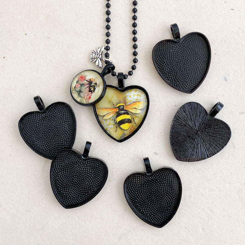 MEDIUM HEART NoirLINE PENDANT