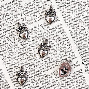FLOWER HEART CHARM antique silver