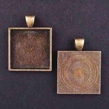 MEDIUM SQUARE PENDANT TRAY antique brass