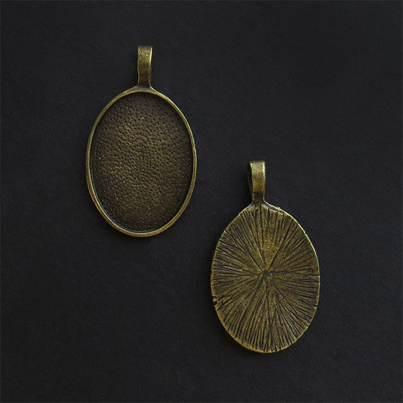 SMALL OVAL PENDANT TRAY antique brass