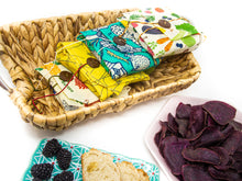 Load image into Gallery viewer, Buzzee Reusable Sandwich Wrap - Busy Bees
