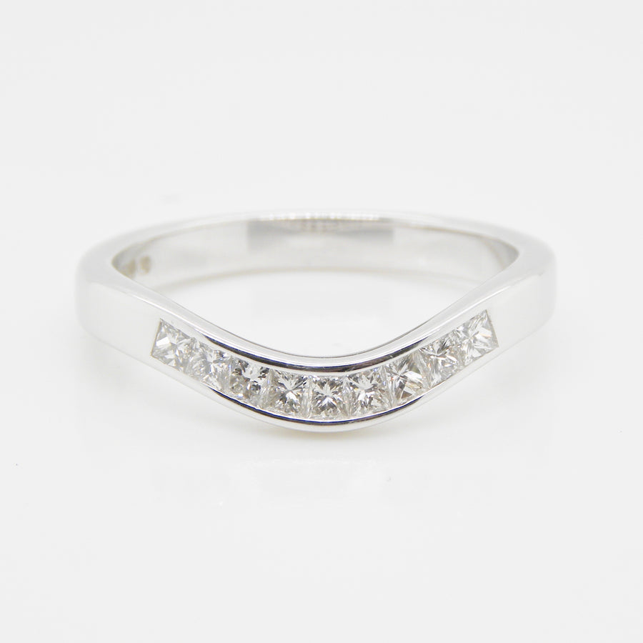 18ct White Gold Princess Cut Curved Diamond Ring .35ct