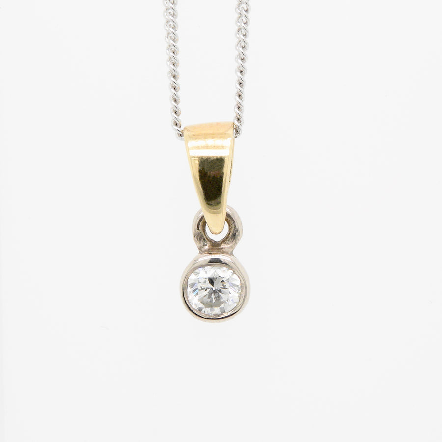 18ct Yellow Gold  Rub over setting Diamond Pendant .20ct