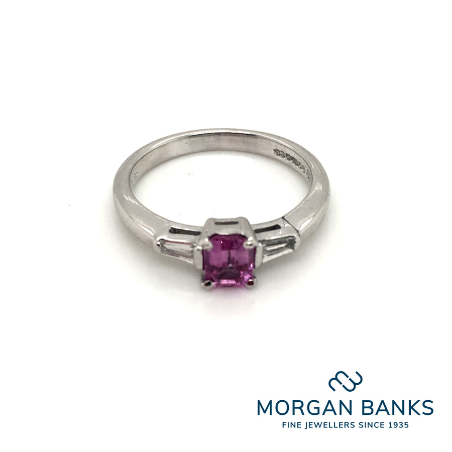 18ct White Gold Pink Sapphire and Tap. bag