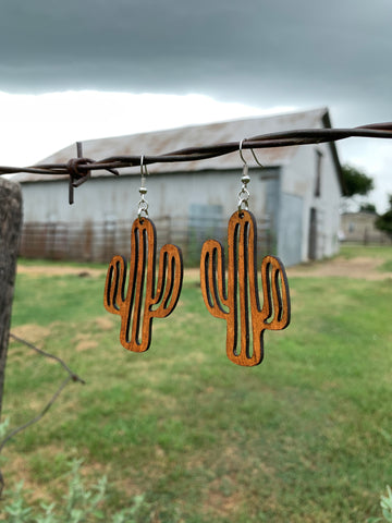 Not a Hugger Earrings {natural}