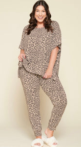 Plus Leopard Short Sleeve Fleece Top