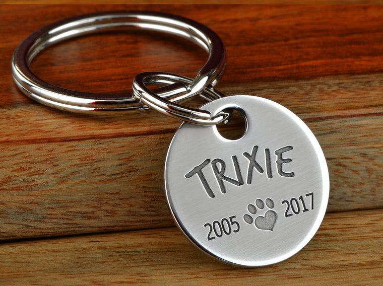 Pet memorial remembrance keychain with paw print and dates