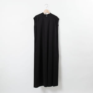 NO-SLEEVE MOCK NECK ONE PIECE