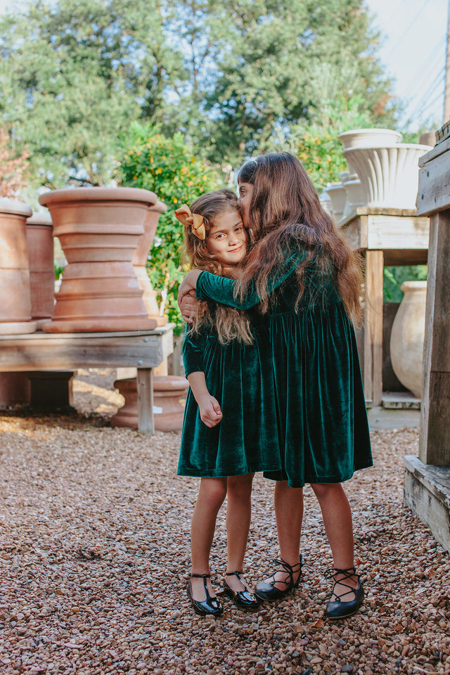 Girls-Holiday-Outfits-worn-by-two-sisters-in-the-green-velvet-dress