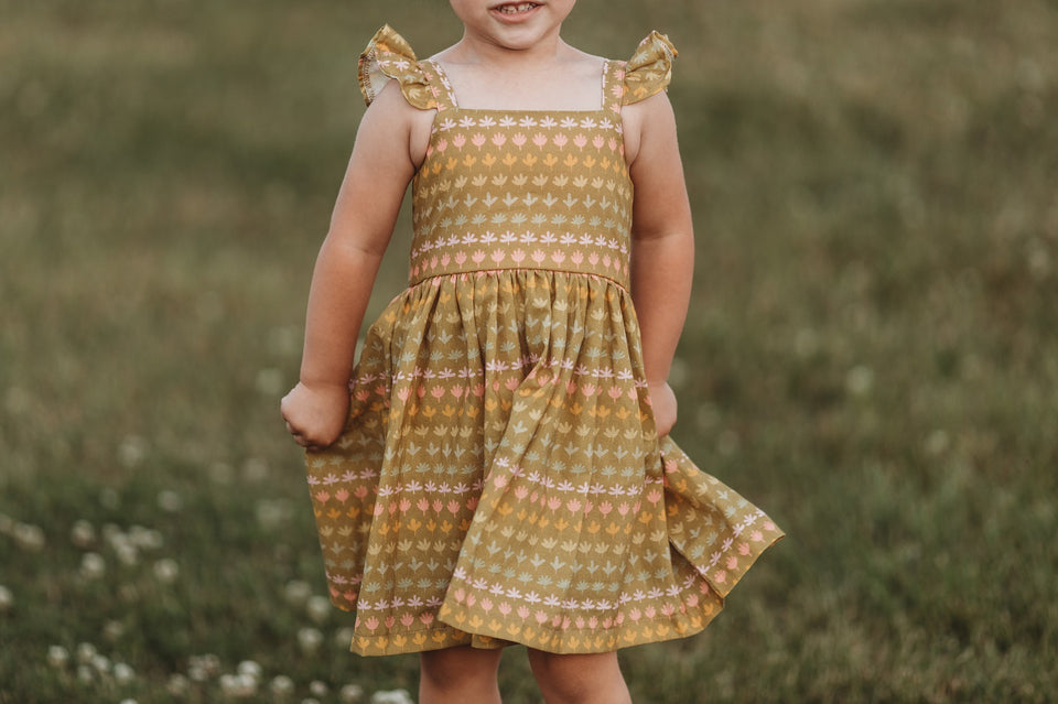 Little Girl's Retro Floral Print Flutter Sleeve Dress