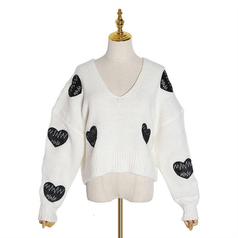 O-Neck knitted pullover with hearts