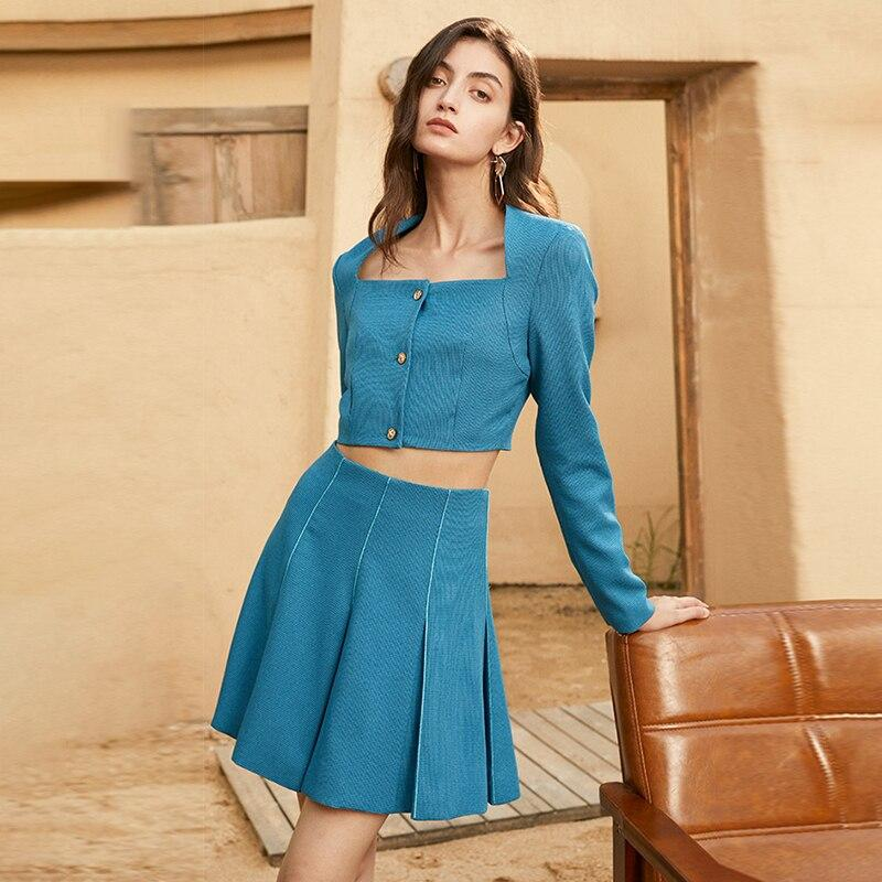 Short jacket and pleated skirt in teal