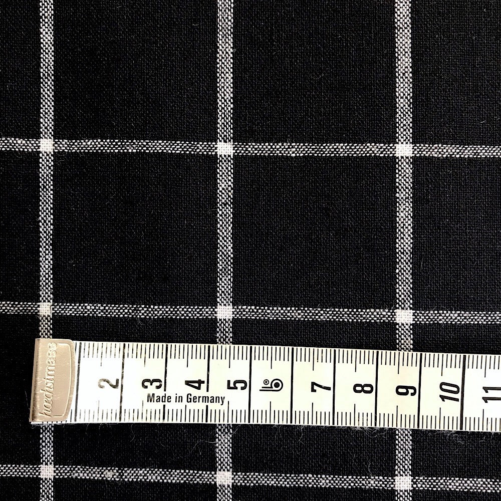 55% linen + 45% cotton, Essex Yarn Dyed woven by Robert Kaufman - Black Windowpane