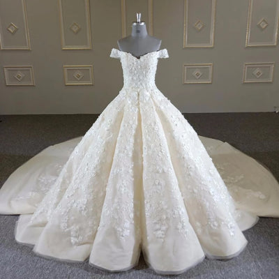 Amazing luxurious wedding dress (Specialty item)