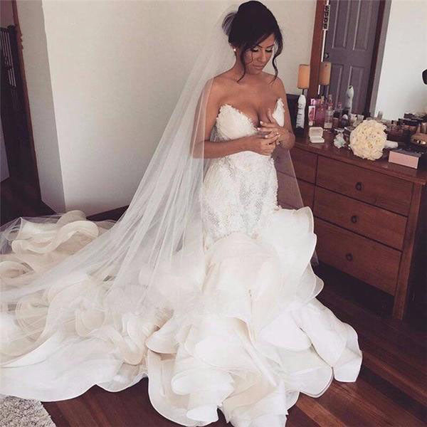 Sexy wedding dress. *Plus size available...