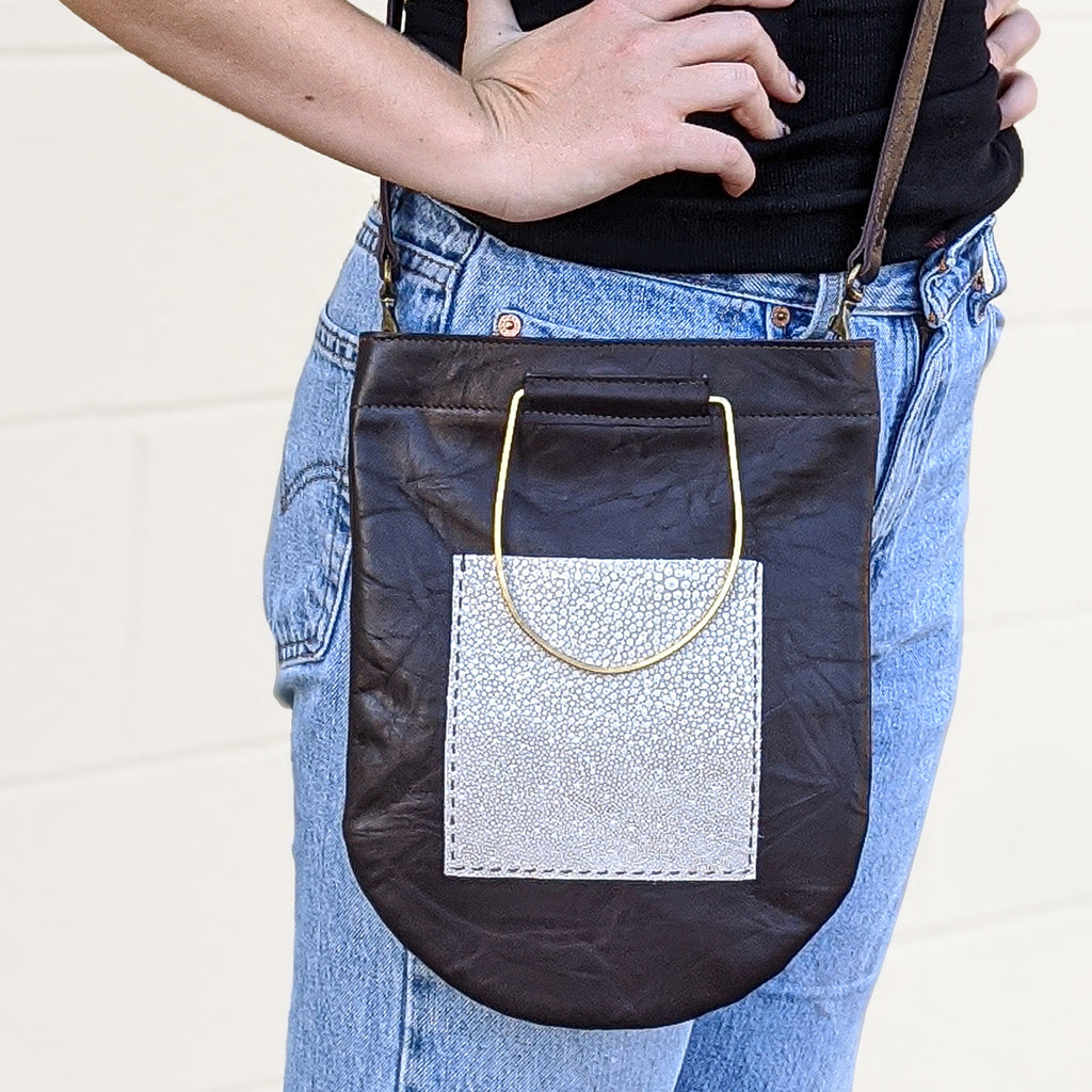 Lomas Cross Body - Brown Crinkle + Stingray Pocket
