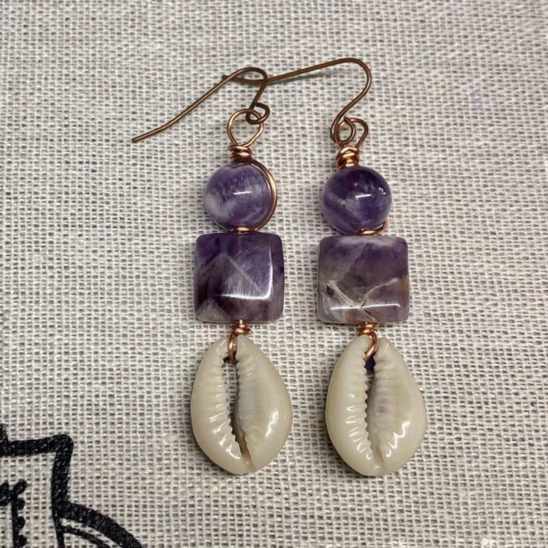 Chevron Amethyst with Cowrie Shell