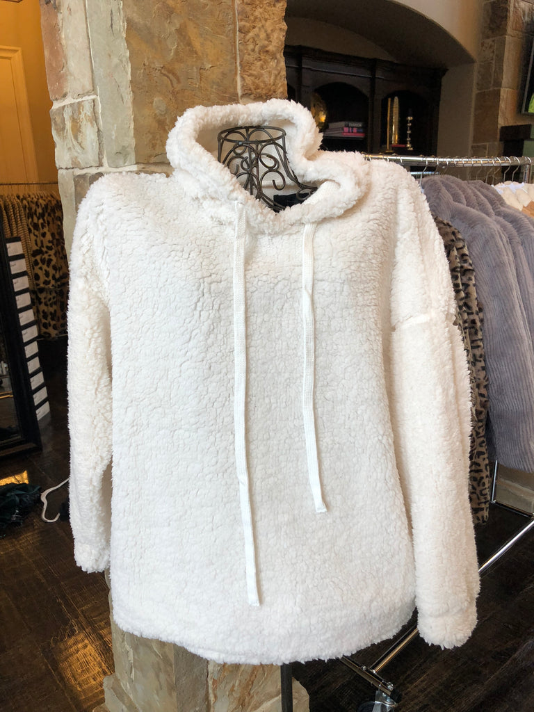 Cream Pullover (Plus Size)