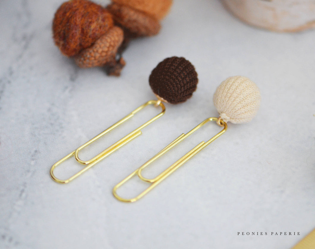 Cozy Sweater Balls Paper Clip Dangles in Cream & Brown Planner Accessories Travelers Notebook