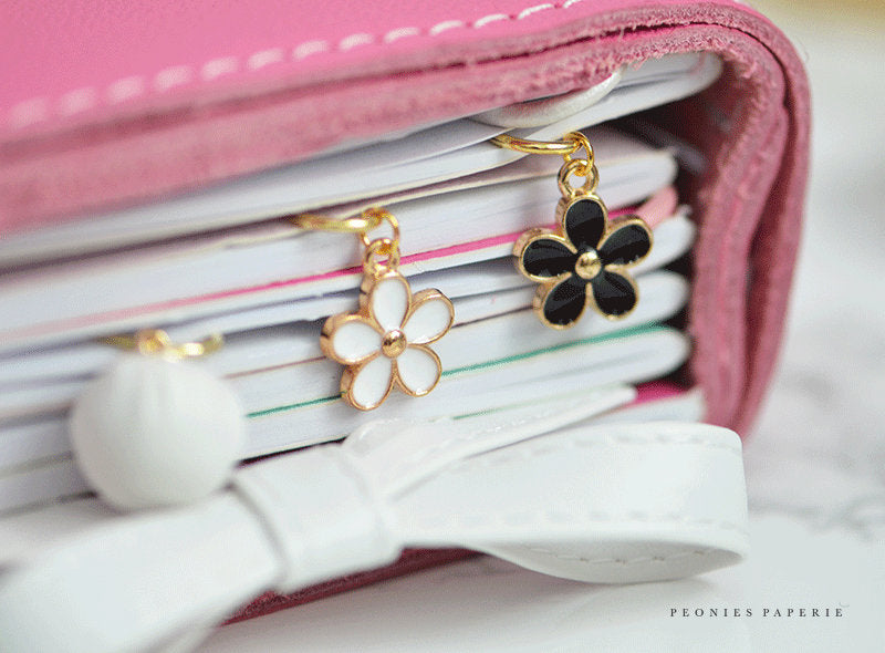 Tiny Daisy Paper Clip Dangles Charms Set in Black or White Planner Accessories Travelers Notebook