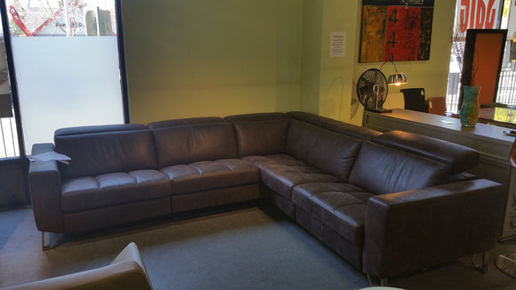 Kelvin Giormani Vidi #0412 sectional with 3 Pwr. Recliners