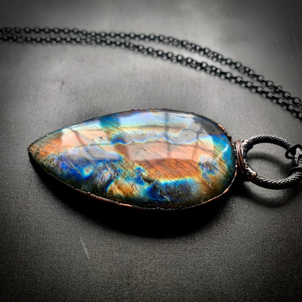 Load image into Gallery viewer, Ouroboros Talisman | Labradorite #1