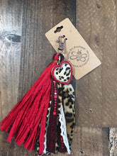 Load image into Gallery viewer, Heart/Tassel Keychain