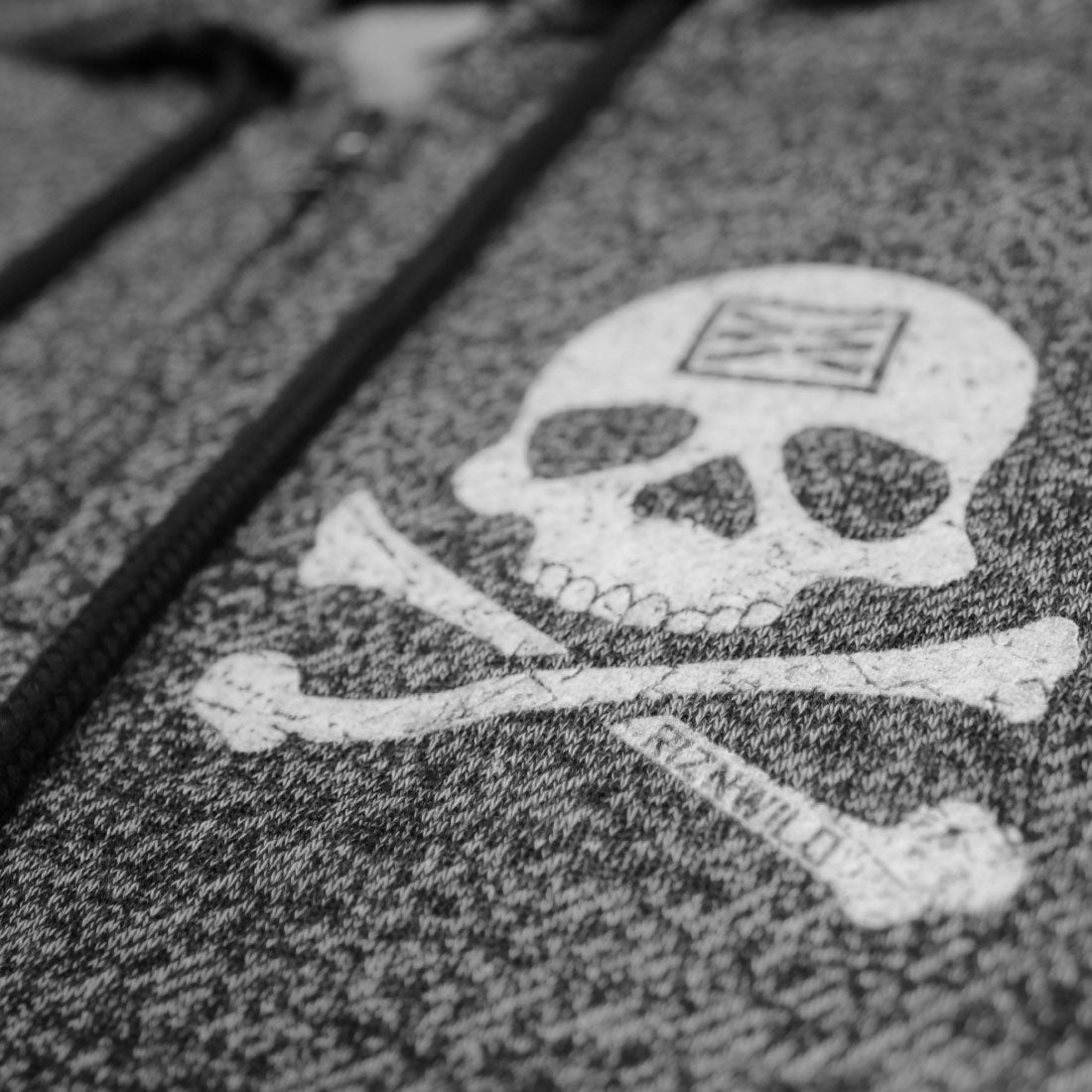 RIZNWILD | Skull and crossbones design