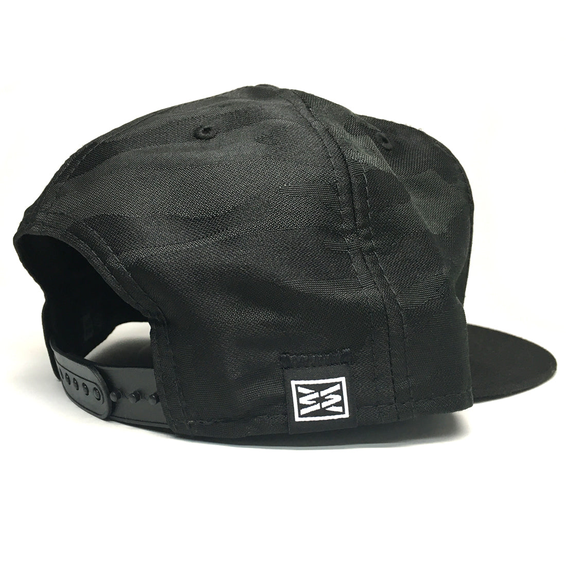 RIZNWILD | Sleeve tag sewn on new era camo hat