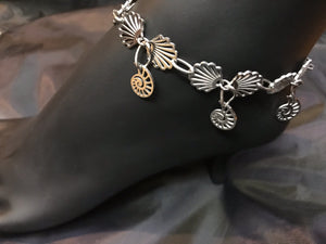 Delicate stainless steel scallop charms form links in the chain in this rust-resistant anklet that can stay with you throughout all your adventures.