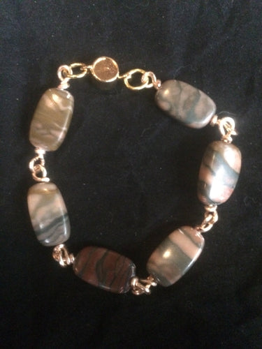 Six 20x11mm rectangular agate beads are connected with hand-wrapped plated copper wire to make this 7.5