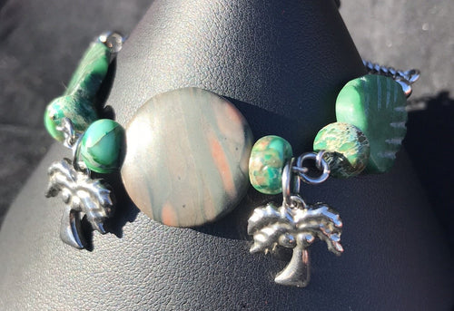 Made from high grade 304 stainless steel, this sturdy corrosion-resistant bracelet features green serpentine beads in the shapes of palm fronds, accented by a stainless steel palm tree charm.