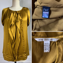Load image into Gallery viewer, Diane Von Furstenberg 100% Silk Blouse