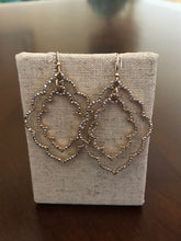 Load image into Gallery viewer, Scalloped Dangle Earrings