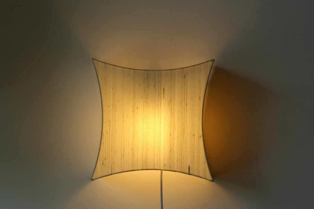 Curvy Silk Wall Lamp (Beige)