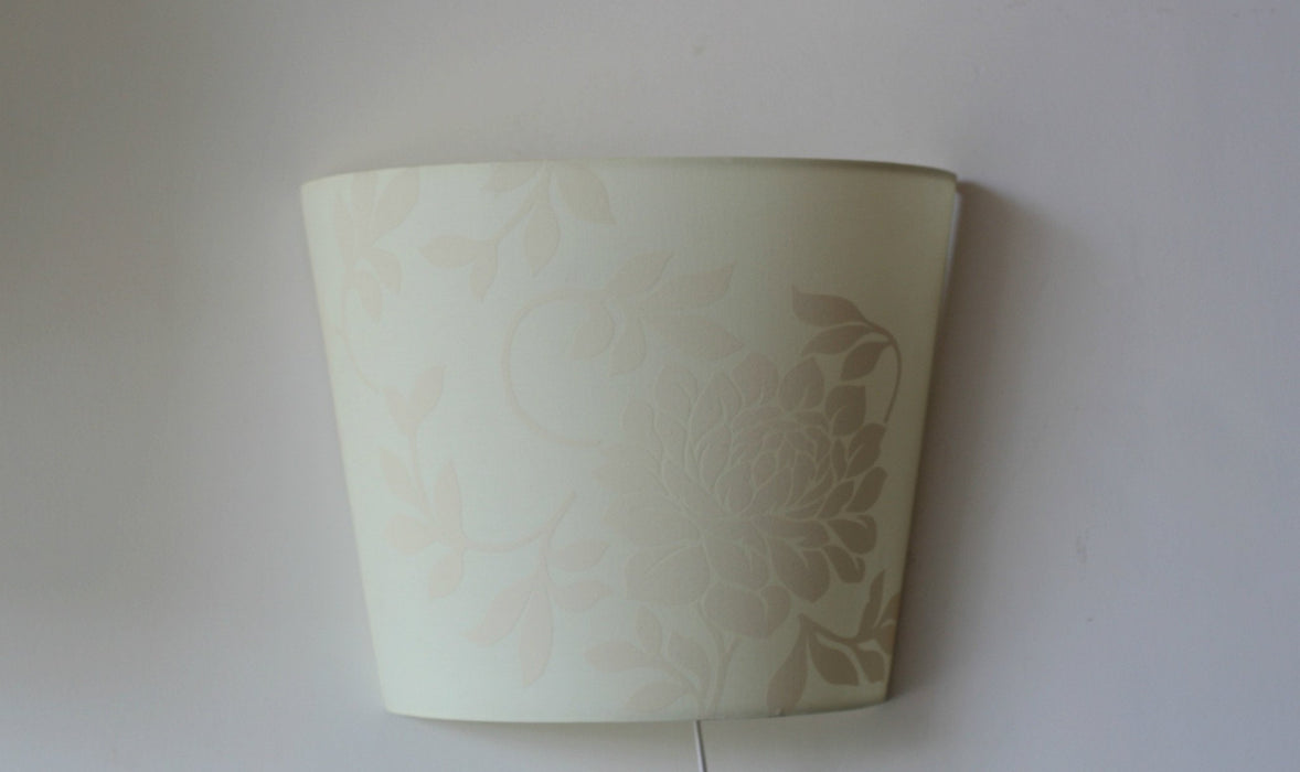Nur Wall Lamp (White & Red)