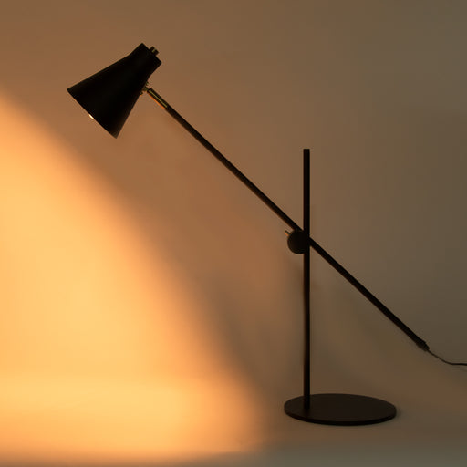 Magnum Table Lamp