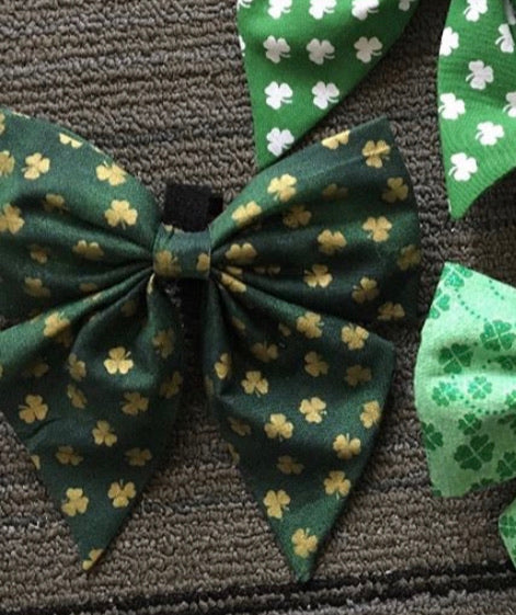 Dark green with gold shamrocks sailor bow