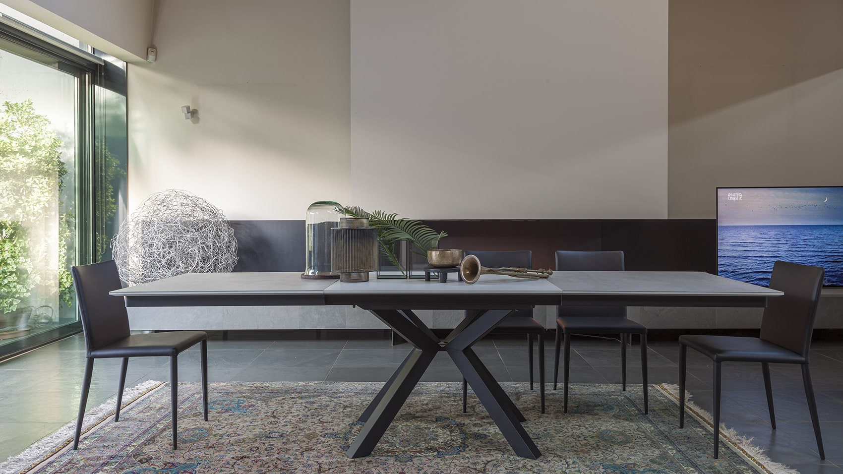 Spaceman Atlas extending dining table dimensions