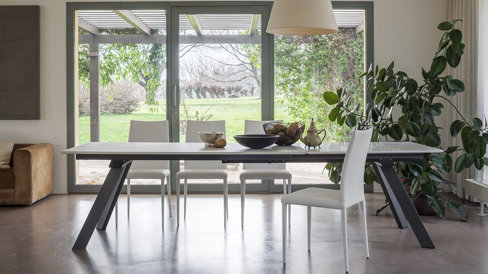 Spaceman Pisa space saving extendable dining table