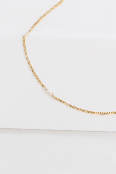 Modern Chic Pearl Necklace