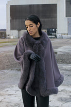 Load image into Gallery viewer, Chadron Cape, 65 cm. - Thinner Double Face Wool - Grey | STAMPE PELS
