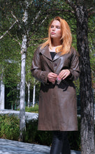 Load image into Gallery viewer, Beverly - Long Coat - Lamb Malli Leather - Women - Oak / Læder Skinds Jakke - Levinsky - Kvinde | STAMPE PELS