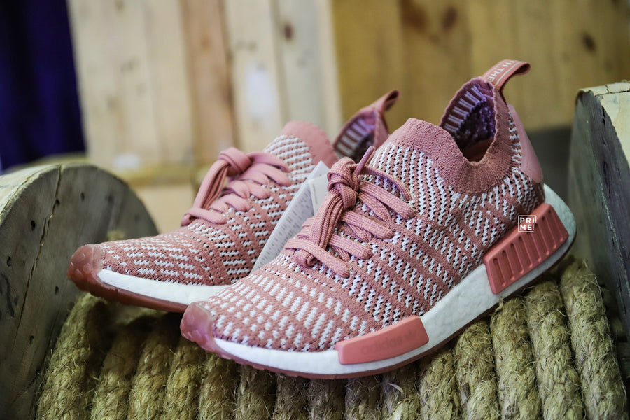 Review   NMD_R1 STLT PK W (pink / white)