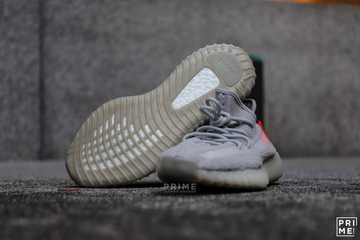 Yeezy 350 v.2 Tail Light  (FX9017)