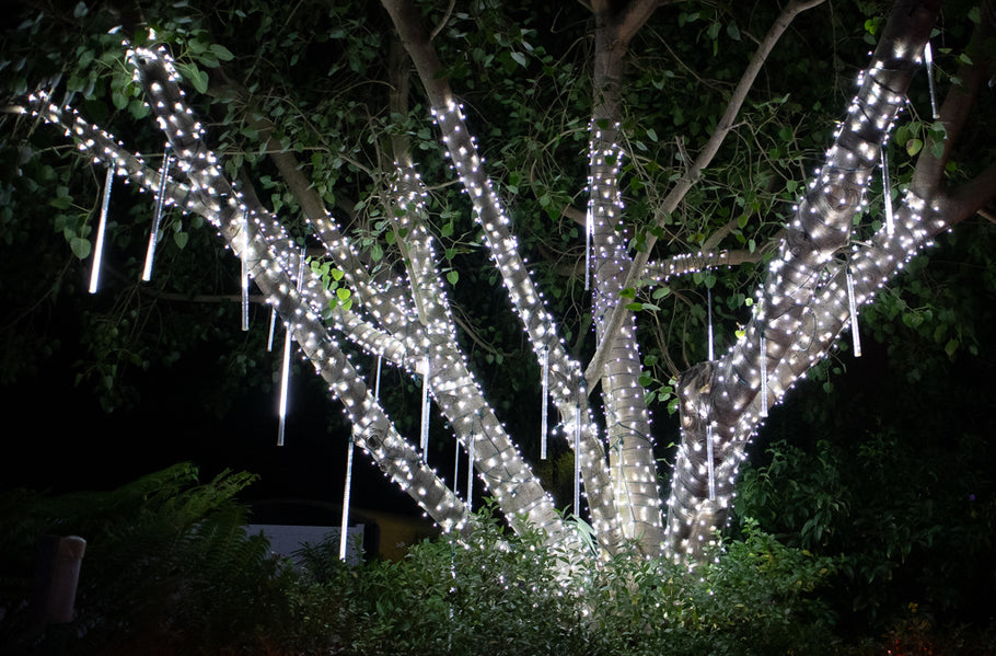 Create a magical display with Pure White 5mm lights and Cascading snowfall tubes.