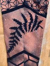 Load image into Gallery viewer, Honey Fern Leggings