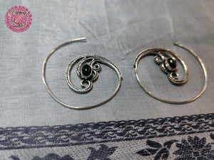 PENDIENTES HIPPIES TRIPLE ESPIRAL CON PIEDRA