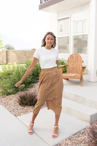 Looking for skirts for back-to-school as a teacher? Check out this amazing selection of modest skirts!