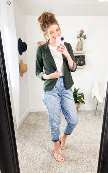 Mom Jeans and Blazer Outfit Idea